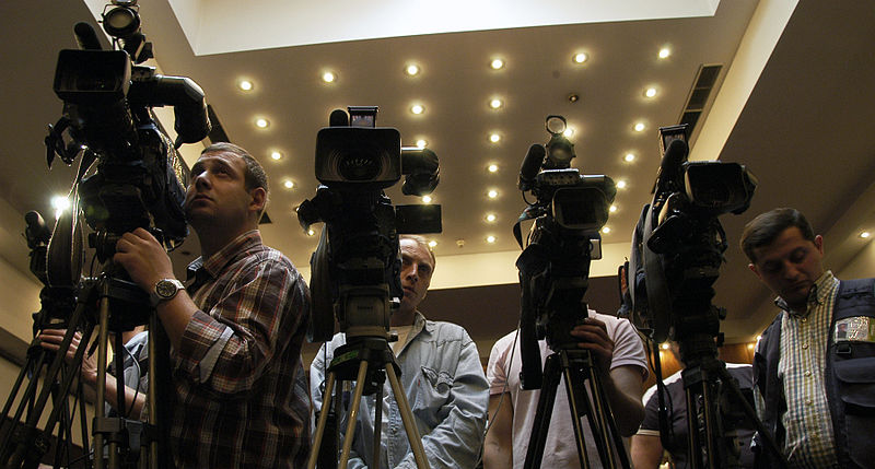 800px-Camera_crews_at_the_joint_Press_Conference_given_by_the_Congress_and_the_ODIHR._Tbilisi,_2010