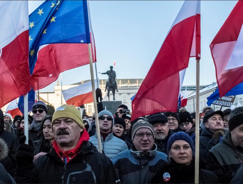 Risultati immagini per varsavia contro il governo