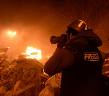 Journalist_documenting_events_at_the_Independence_square